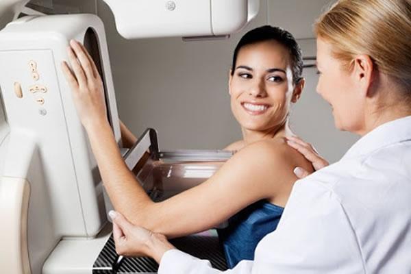 Adolescente veja o que você vai se deparar na sua primeira mamografia